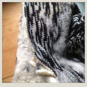 Machine knitting black and white hat 012